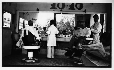 walker-evans_barber-shop