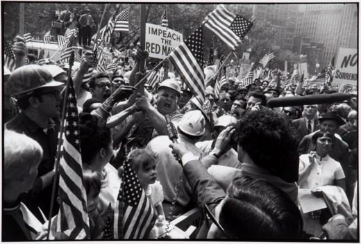 2018_NYR_16650_0010_000(garry_winogrand_hard-hat_rally_new_york_city_1970)